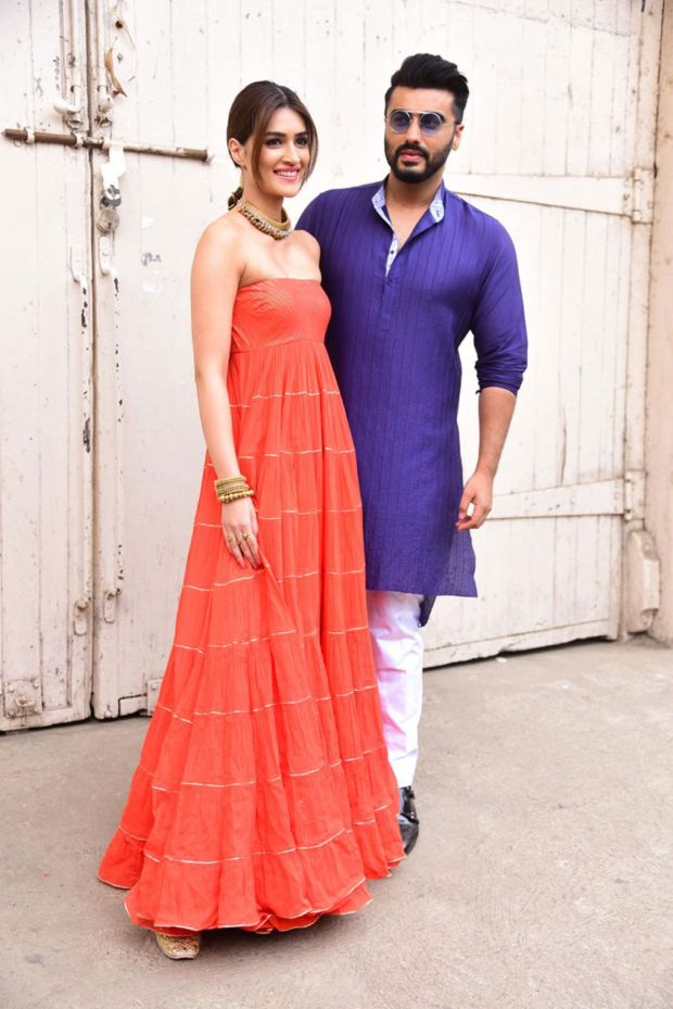 Kriti Sanon And Arjun Kapoor Spotted Together At Mehboob Studio