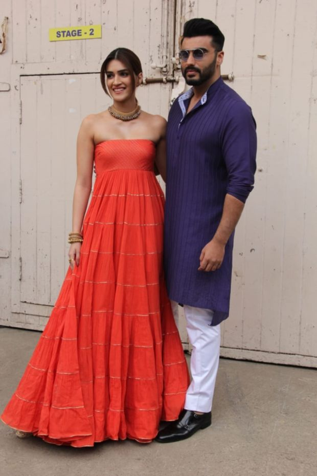 Kriti Sanon And Arjun Kapoor Spotted Together At Mehboob Studio