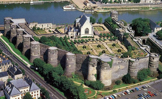 Visit The 10 Most Beautiful Castles Of France