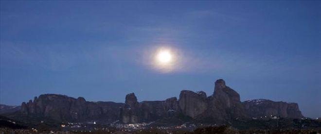 Explore The Breathtakingly Beautiful Monasteries In Meteora, Greece