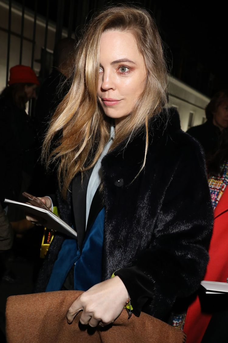Melissa George Waves Hand While Leaving Hermes Show FW18