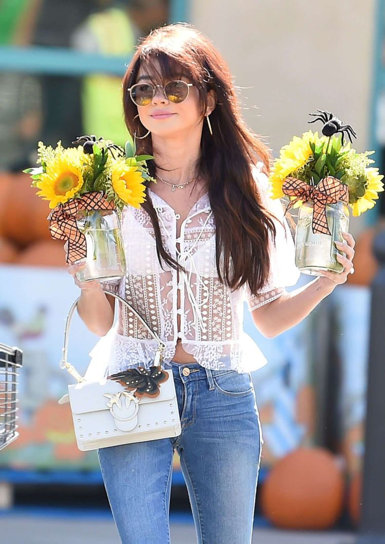 Sarah Hyland Carries A Bouquet Of Sunflowers In Los Angeles