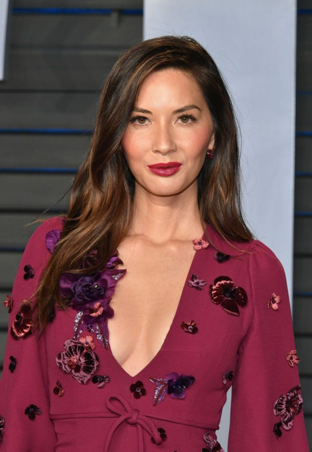 Gorgeous Olivia Munn At Vanity Fair Oscar Party 2018
